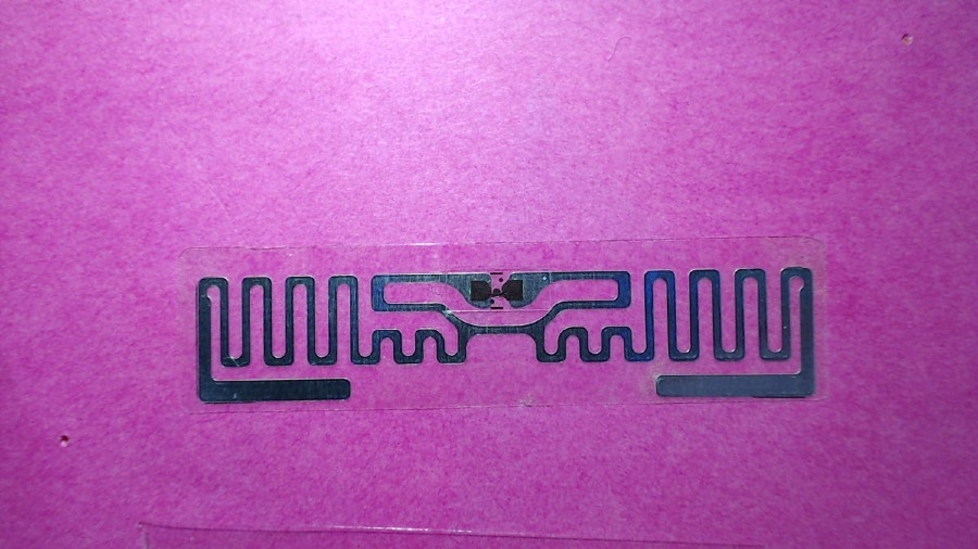 Figure 2. The photograph of the RFID tag taken against a high-contrast background.